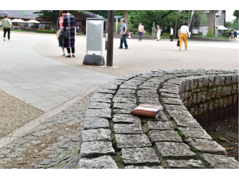 公園に置き去りにされた財布